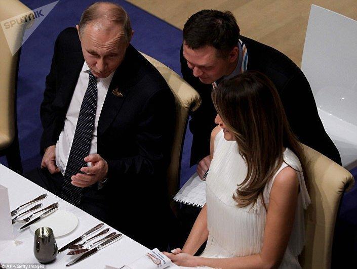 حوار جانبي بين الرئيس الروسي والسيدة الأمريكية الأولى