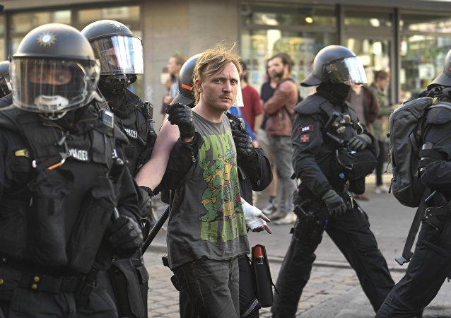 الشرطة تعتقل متظاهرين في هامبورغ