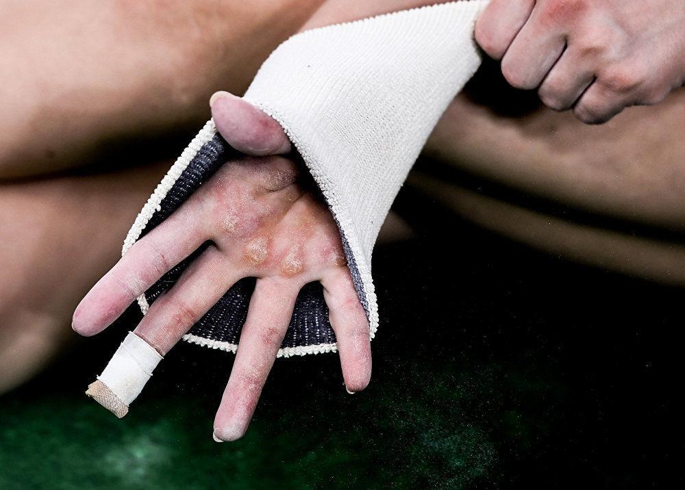 جائزة ستينين للتصوير المحترف في فئة الرياضة - صورة للمصور أليكسي فيليبوف بعنوان على أطراف الأصابع (صورة للرياضية الروسية عليا موستفاينا خلال الألعاب الأولمبية في ريو دي جانيرو)