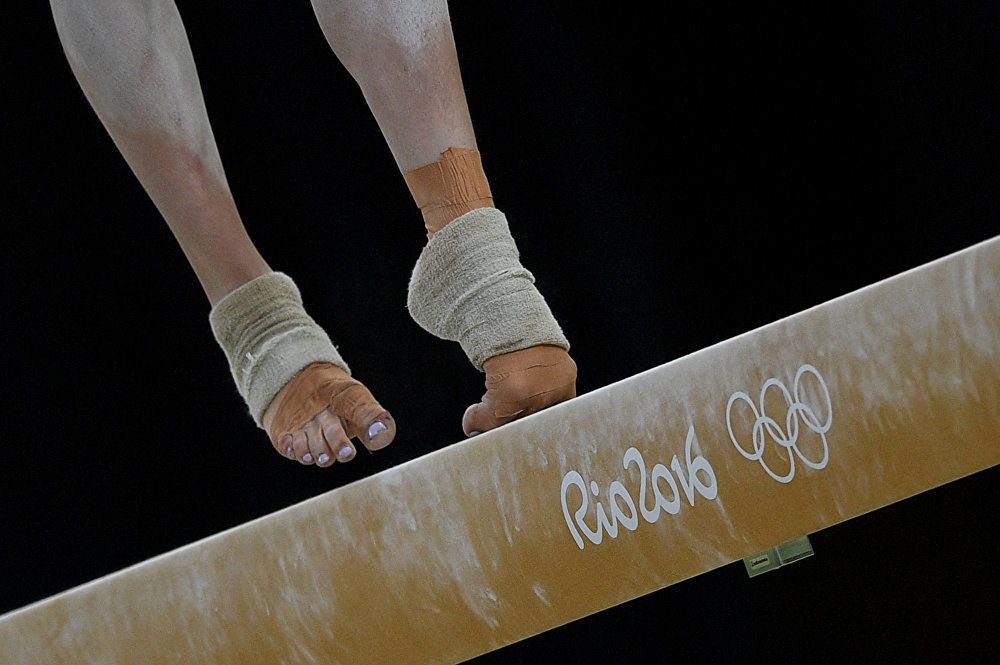 جائزة ستينين للتصوير المحترف في فئة الرياضة - صورة للمصور أليكسي فيليبوف بعنوان على أطراف الأصابع (صورة للرياضية الكندية إزابيللا أونيشكو خلال الألعاب الأولمبية  الصيفية)