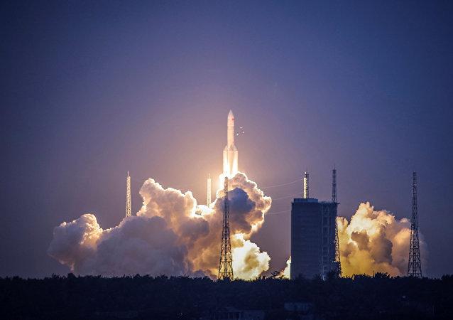 اطلاق صاروخ ناقل صيني