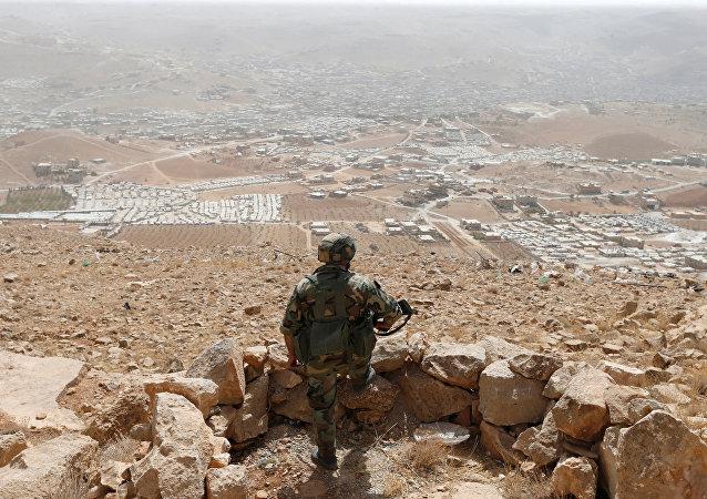 جندي لبناني على الحدود السورية اللبنانية