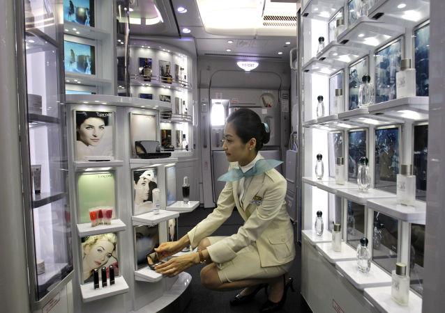 مضيفة طيران الخطوط الجوية الكورية كوريان آير (Korean Air)