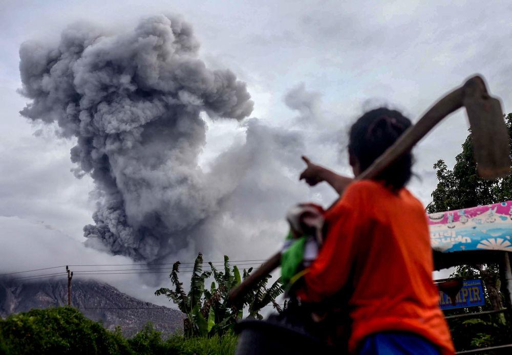 ثوران بركان ماونت سينابنغ في كارو، شمال سومطرة 8 يوليو/ تموز 2017