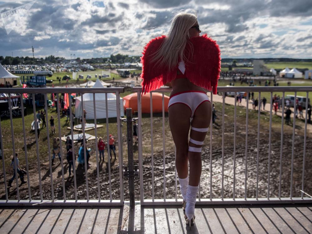 فتاة في المهرجان الموسيقي ألفا فيوتشر بيبول (Alfa Future People) في منطقة نيجيغورودسكي، روسيا