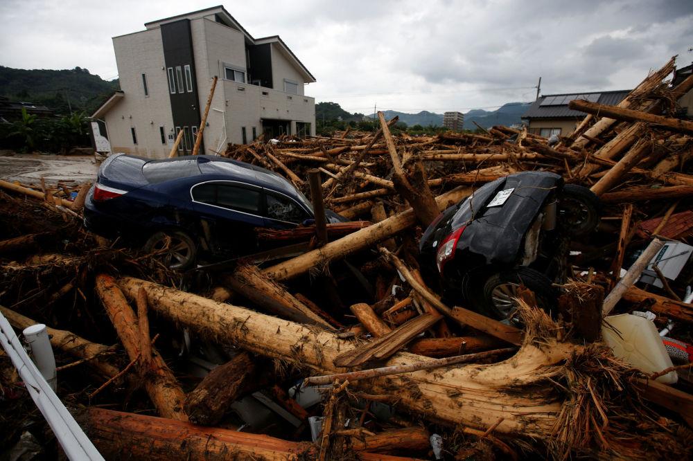 آثار الفياضانات إثر أمطار غزيرة في مدينة أساكورا في اليابان، 8 يوليو/ تموز 2017