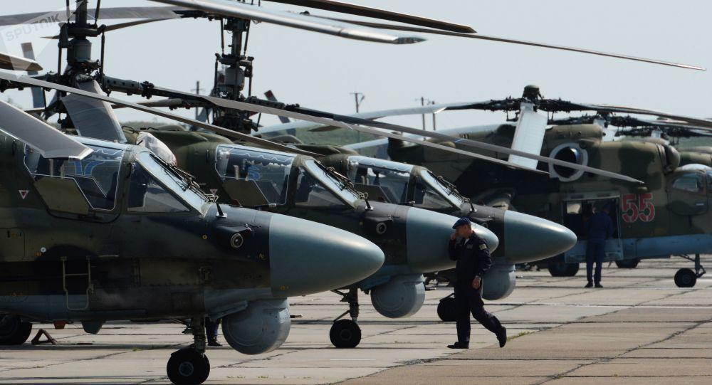مروحيات  في المطار العسكري تشيرنيغوفكا في بريمورسكي كراي، روسيا