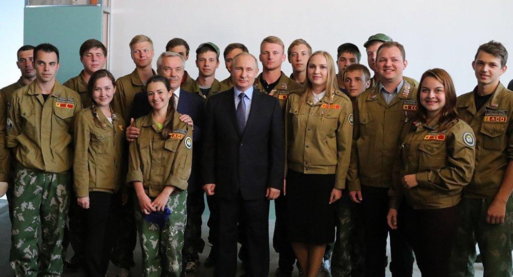 الرئيس الروسي فلاديمير بوتين مع اتحاد الطلبة