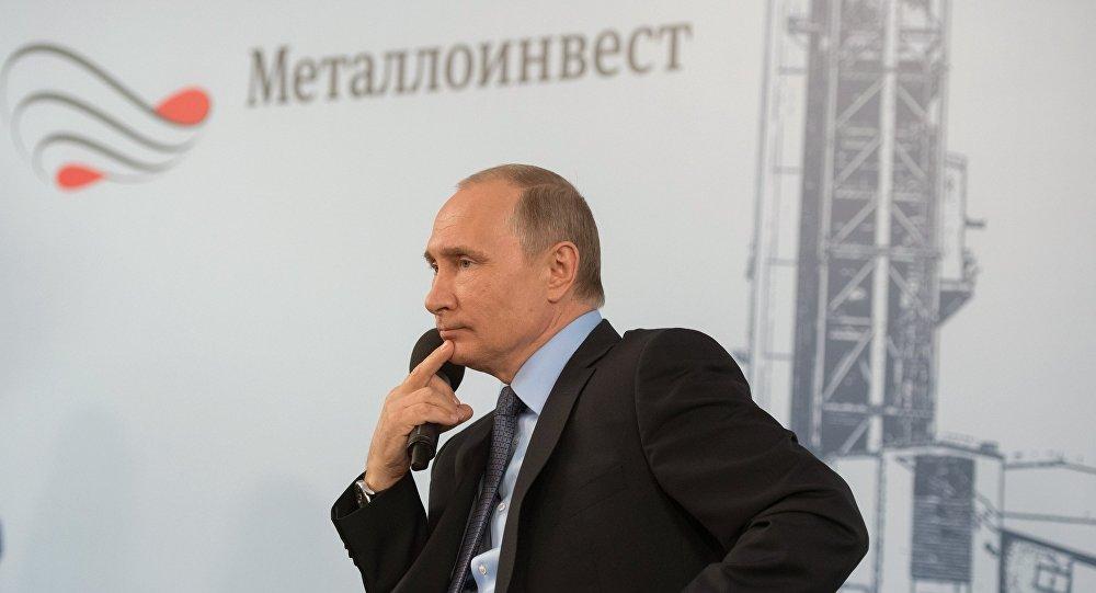 بوتين خلال اجتماعه مع العمال