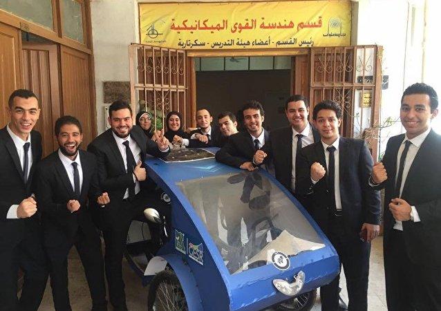 السيارة الثلاثية طلاب جامعة حلوان
