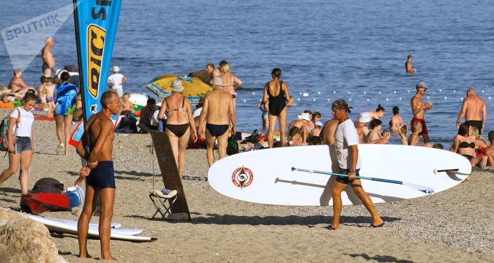 السياحة في القرم - شاطئ ياشموف في سيفاستوبل