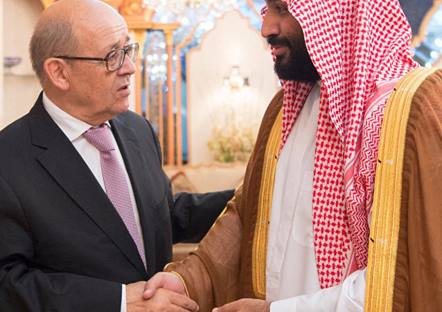 ولي العهد السعودي الأمير محمد بن سلمان يلتقي وزير الخارجية الفرنسي جان إيف لودريان في جدة بالمملكة العربية السعودية