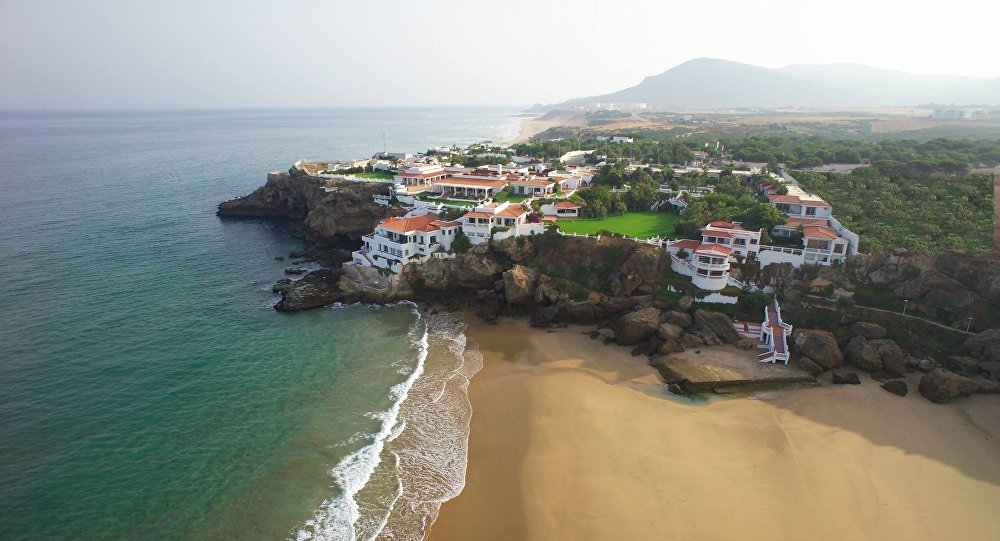 أحد شواطئ كاب سبارتيل مدينة طنجة المغرب