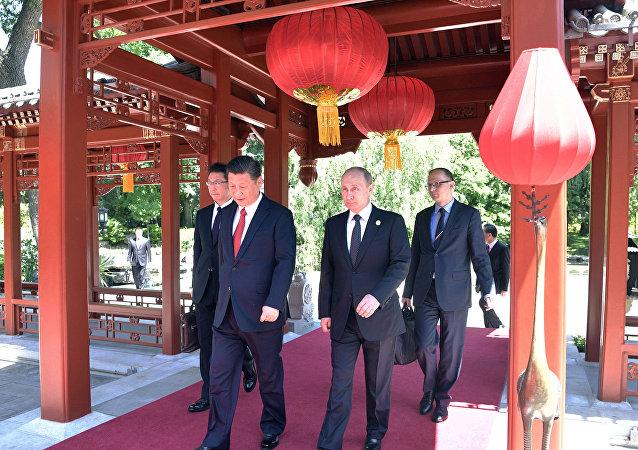 الرئيس الروسي فلاديمير بوتين و الرئيس الصيني شي جين بينغ