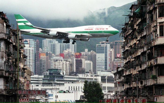بالفيديو... أموال من السماء تثير هلع السكان في هونغ كونع