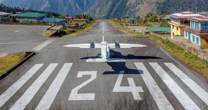 مطار مطار تنزينغ هيلاري لوكلا  في نيبال، الهيمالايا