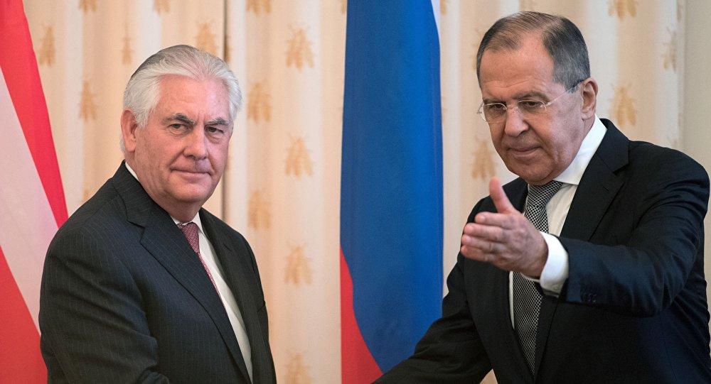 وزير الخارجية الأمريكي تيلرسون ووزير الخارجية الروسي لافروف