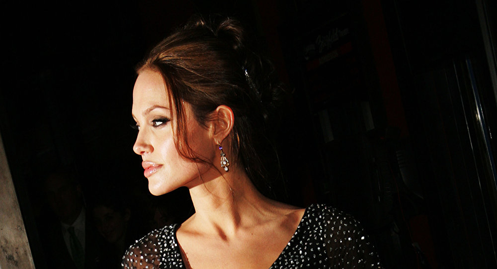 الممثلة الأمريكية أنجولينا جولي