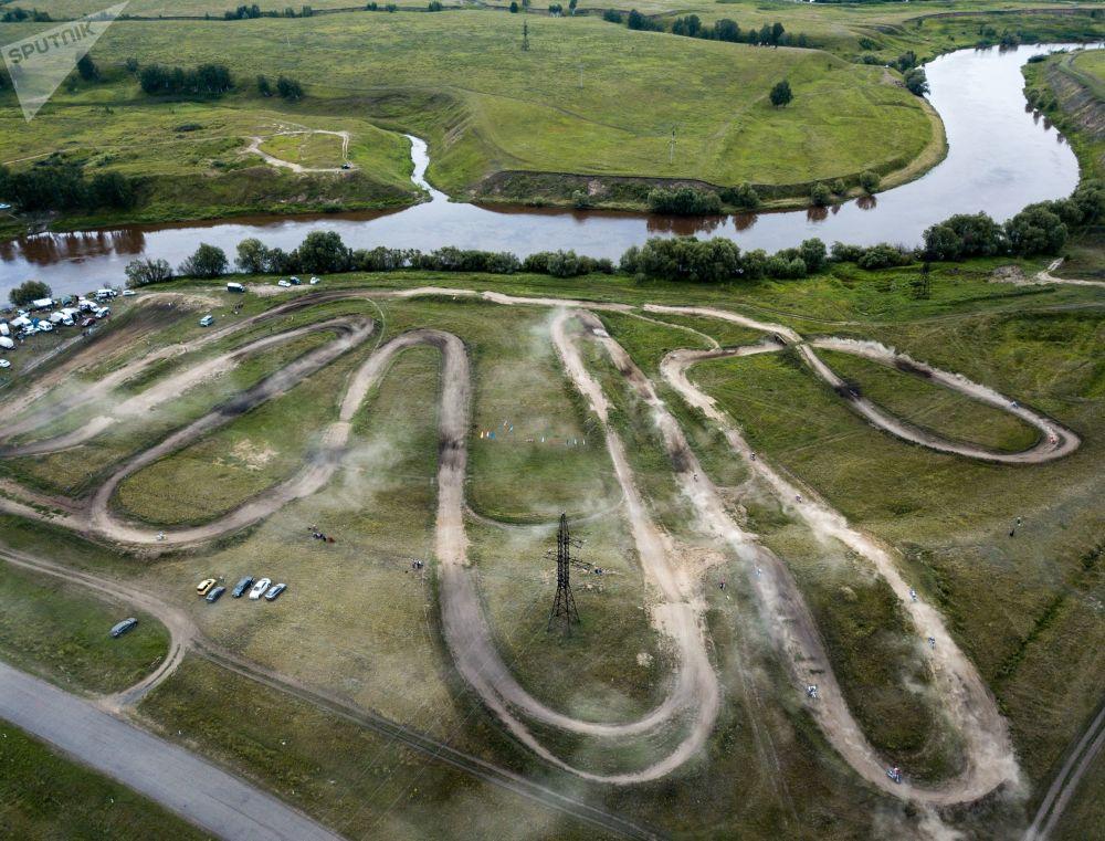 المرحلة الثانية لبطولة سيبيريا لسباق الدراجات النارية في قرية آزوف في منطقة أومسك