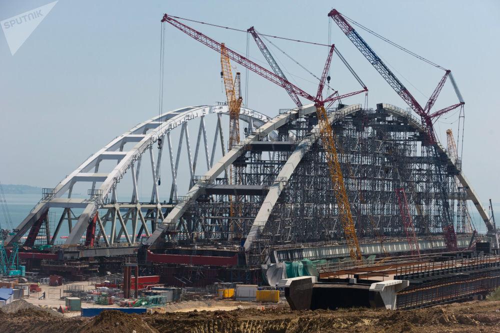تجميع قوس جسر القرم