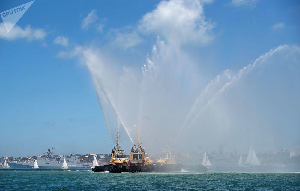 الاحتفال بيوم البحرية الروسية في سيفاستوبل، القرم، روسيا