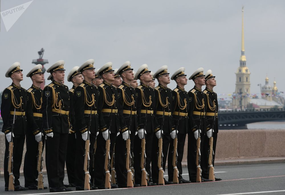 الاحتفال بيوم البحرية الروسية في مدينة سان بطرسبورغ، روسيا