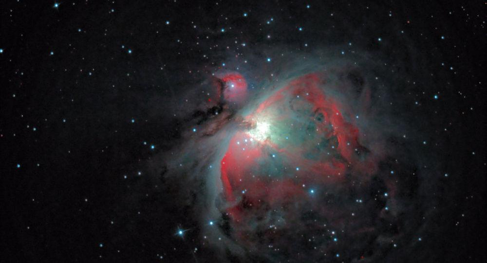 القائمة القصيرة لمسابقة التصوير الفلكي الدولية أستروفوتوغروفي (Insight Astronomy Photographer of the Year)  الذي يبعد 1300 سنة ضوئية عن كوكب الأرض لعام 2017 - صورة لـ سديم أوريون الغازي (Orion's Gaseous Nebula) للمصور سيباستيان غريتش