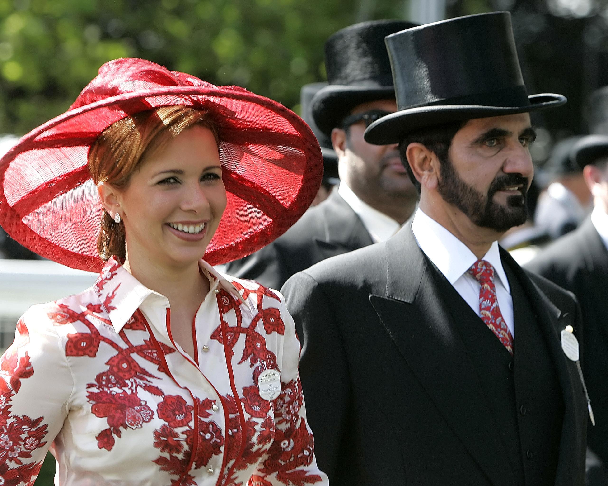 أمير دبي الشيخ محمد بن راشد آل مكتوم وزوجته الأميرة هيا بنت آل حسين في إنجلترا