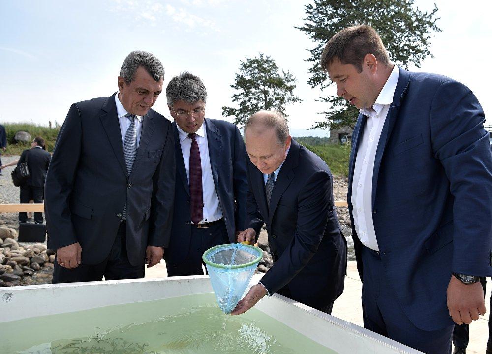 الرئيس الروسي فلاديمير بوتين في زيارة إلى بايكال