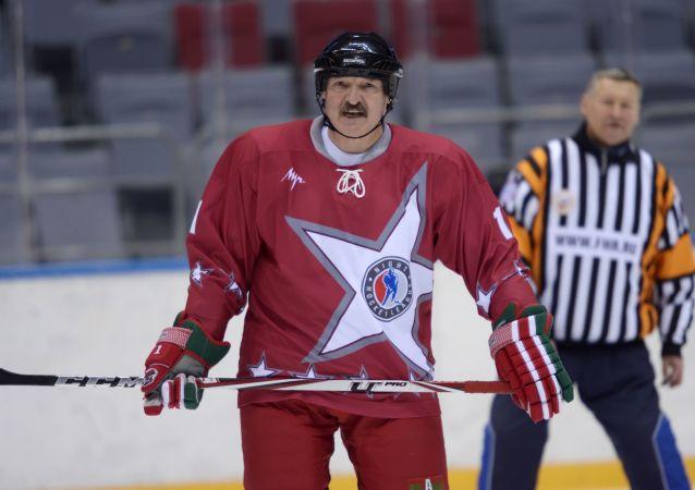 رئيس بيلاروسيا ألكسندر لوكاشينكو خلال مباراة الهوكي في سوتشي