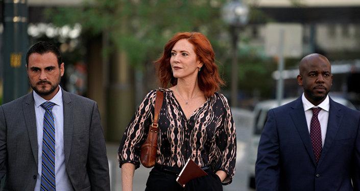 تيلور سويفت في طريقها إلى المحكمة