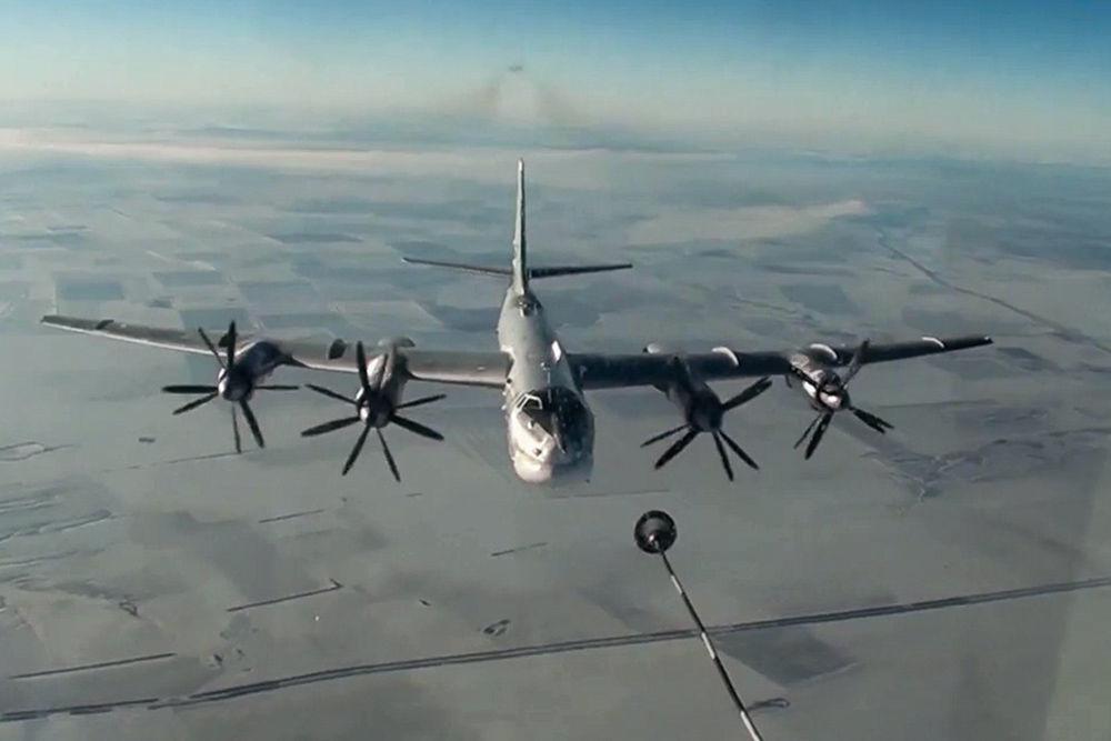 القاذفة الاستراتيجية تو - 95ام اس خلال مهمة عسكرية في سوريا