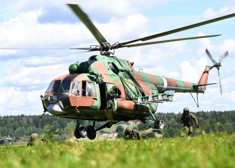 القوات الخاصة الروسية خلال عملية الإنزال في مقاطعة موسكو