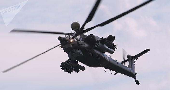 المروحية الهجومية مي-28 ان ام خلال عرض جموي في إطار المعرض الجوي-الفضائي ماكس-2017 في جوكوفسكي