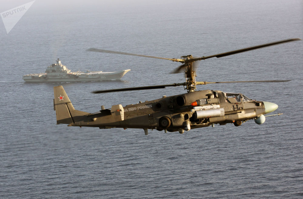 المروحية كا-52كا والطراد الروسي الأميرال كوزنيستوف في البحر المتوسط