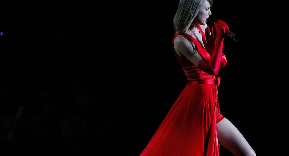 المغنية الأمريكية تيلور سويفت