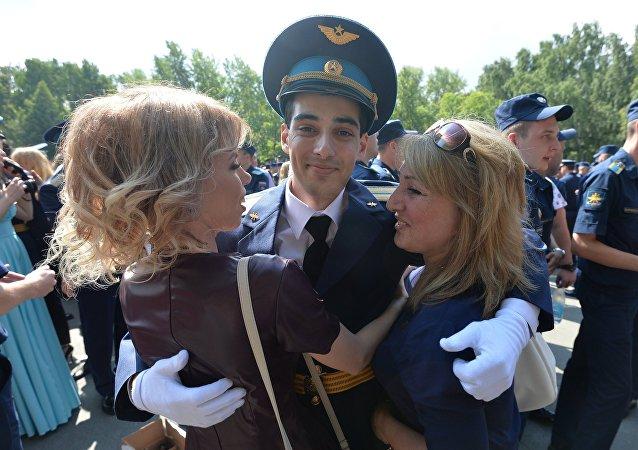تخريج دفعة جديدة من الضباط في إحدى كليات الطيران الروسية