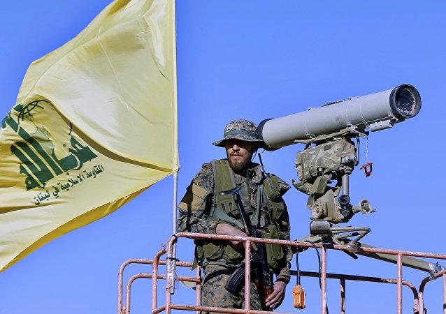 مقاتل من حزب الله اللبناني