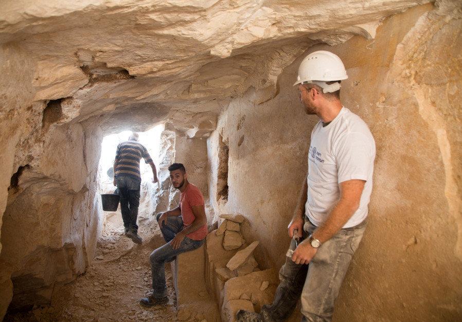 حفريات في بلدة قانا