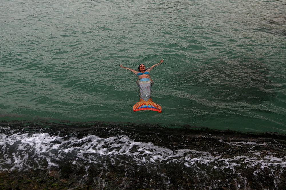 مدربة استعراض حورية البحر تاييس بيتشو، البرازيل