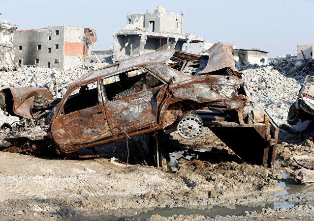 سيارات ومنازل مدمرة في العوامية