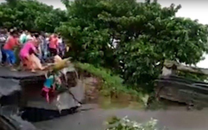 انهيار جسر في الهند