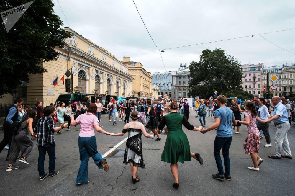 مهرجان الثقافة المدنية شوارع حية في سانت بطرسبرغ