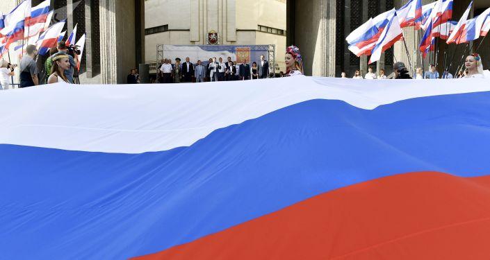يوم العلم الوطني لروسيا في سيمفيروبل