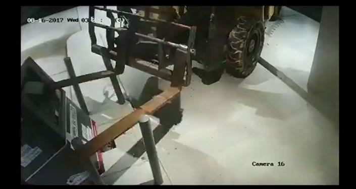 سرقة جهاز الصرف الآلي باستخدام رافعة