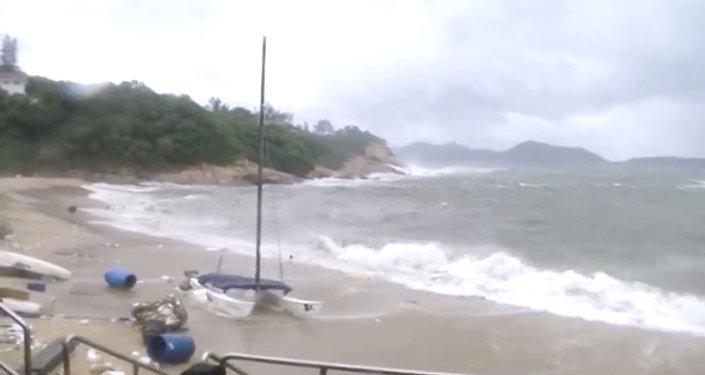 هونغ كونغ- عاصفة مدمرة
