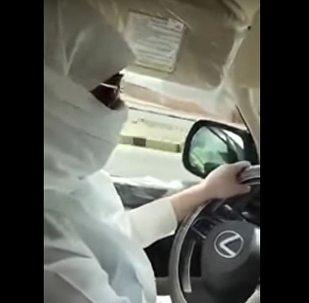 فتاة تقود سيارة في السعودية
