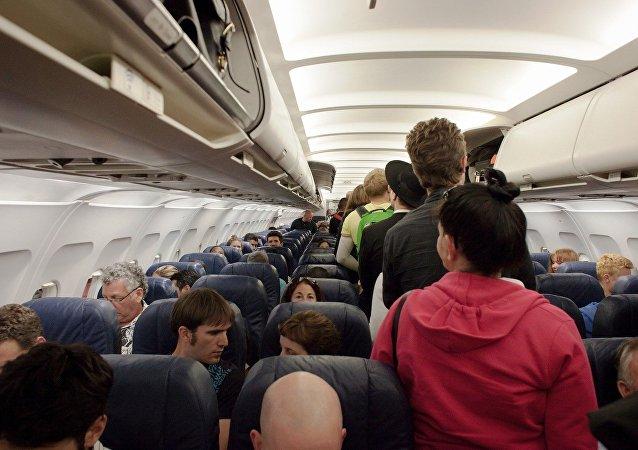 كرسي الطائرة تدفع رجل لخسارة 80 كيلوغرام من وزنه
