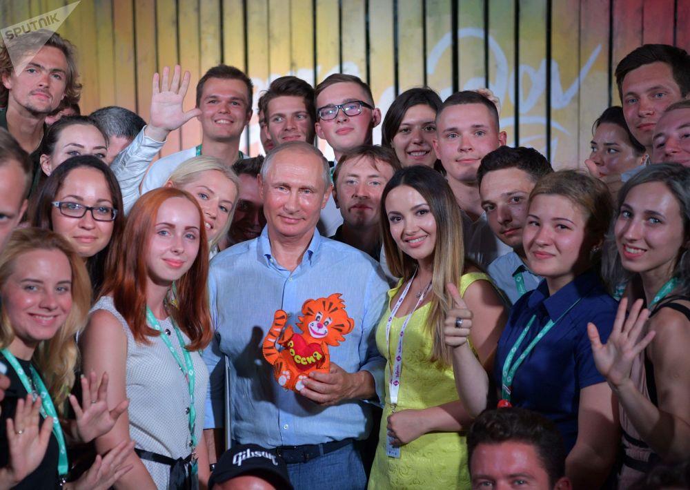 الرئيس فلاديمير بوتين خلال زيارته السنوية لمنتدى تافيردا لشباب روسيا، 20 أغسطس/ آب 2017