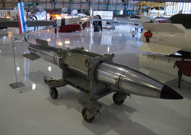 القنبلة النووية B61